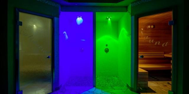 centro-benessere_docce-aromatiche_hotel-villa-rosella_canazei_val-di-fassa_dolomit_trentino-11