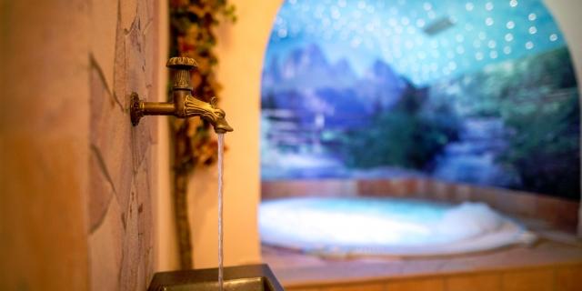 centro-benessere_idromassaggio_hotel-villa-rosella_canazei_val-di-fassa_dolomit_trentino-2