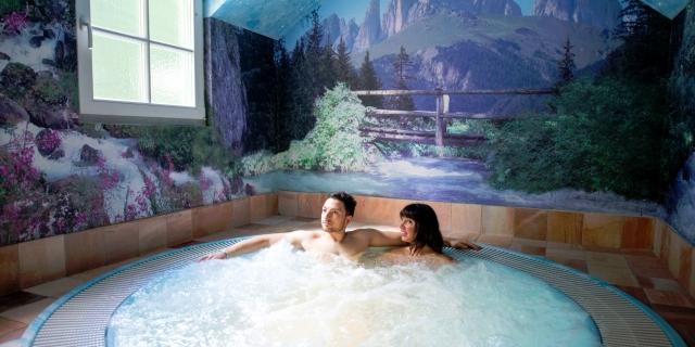 centro-benessere_idromassaggio_hotel-villa-rosella_canazei_val-di-fassa_dolomit_trentino-23