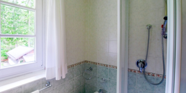 bagni-camere-a-canazei-a-canazei_camere-a-canazei_hotel-villa-rosella_hotel-a-canazei_canazei_val-di-fassa_dolomiti_trentino-26