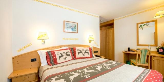 camera-matrimoniale-a-canazei_camere-a-canazei_hotel-villa-rosella_hotel-a-canazei_canazei_val-di-fassa_dolomiti_trentino-16