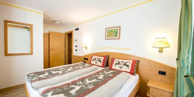 camera-matrimoniale-a-canazei_camere-a-canazei_hotel-villa-rosella_hotel-a-canazei_canazei_val-di-fassa_dolomiti_trentino-23
