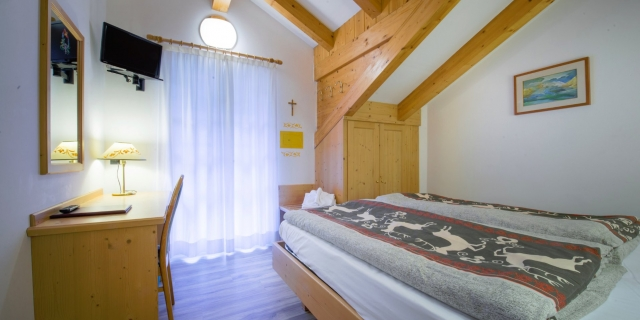 camera-matrimoniale-a-canazei_camere-a-canazei_hotel-villa-rosella_hotel-a-canazei_canazei_val-di-fassa_dolomiti_trentino-30