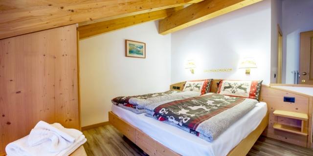 camera-matrimoniale-a-canazei_camere-a-canazei_hotel-villa-rosella_hotel-a-canazei_canazei_val-di-fassa_dolomiti_trentino-31