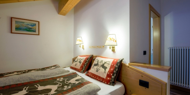 camera-matrimoniale-a-canazei_camere-a-canazei_hotel-villa-rosella_hotel-a-canazei_canazei_val-di-fassa_dolomiti_trentino-34