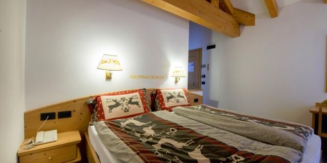 camera-matrimoniale-a-canazei_camere-a-canazei_hotel-villa-rosella_hotel-a-canazei_canazei_val-di-fassa_dolomiti_trentino-36