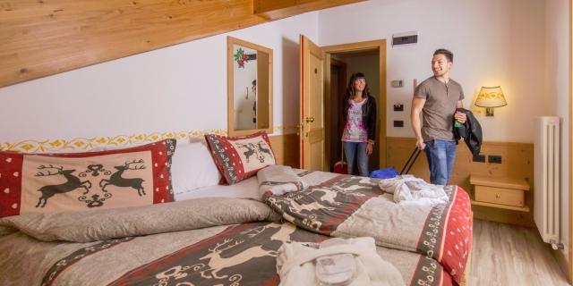 camera-matrimoniale-a-canazei_camere-a-canazei_hotel-villa-rosella_hotel-a-canazei_canazei_val-di-fassa_dolomiti_trentino-39