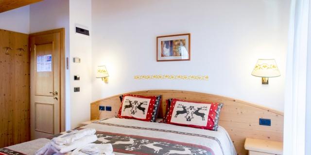 camera-matrimoniale-a-canazei_camere-a-canazei_hotel-villa-rosella_hotel-a-canazei_canazei_val-di-fassa_dolomiti_trentino-55