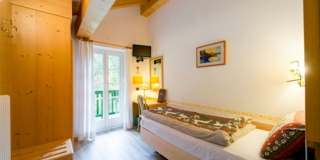 camera-singola-a-canazei_camere-a-canazei_hotel-villa-rosella_hotel-a-canazei_canazei_val-di-fassa_dolomiti_trentino-46