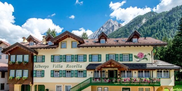 facciata-frontale_hotel-villa-rosella_canazei_val-di-fassa_dolomit_trentino-13