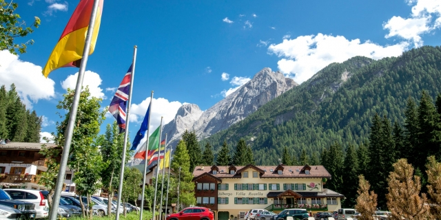 facciata-frontale_hotel-villa-rosella_canazei_val-di-fassa_dolomit_trentino-2