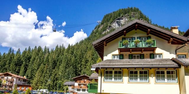 facciata-laterale_hotel-villa-rosella_canazei_val-di-fassa_dolomit_trentino-9