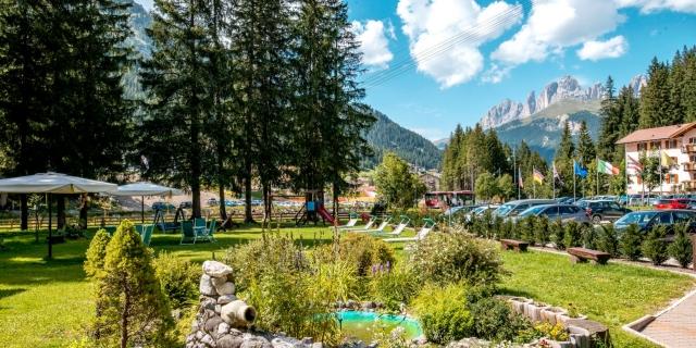 parco_hotel-villa-rosella_canazei_val-di-fassa_dolomit_trentino-21