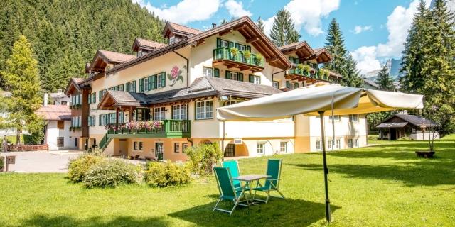 parco_hotel-villa-rosella_canazei_val-di-fassa_dolomit_trentino-22