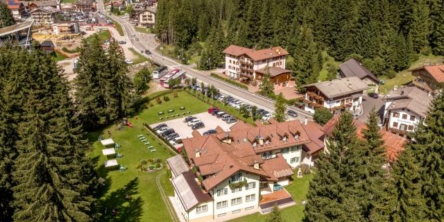 vista-areea-lato-retro_hotel-villa-rosella_canazei_val-di-fassa_dolomit_trentino-1