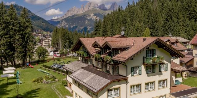 vista-areea-retro_hotel-villa-rosella_canazei_val-di-fassa_dolomit_trentino-2
