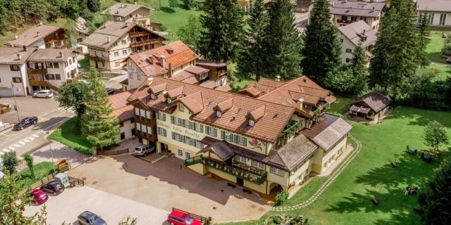 vista-areea-sopra_hotel-villa-rosella_canazei_val-di-fassa_dolomit_trentino-3