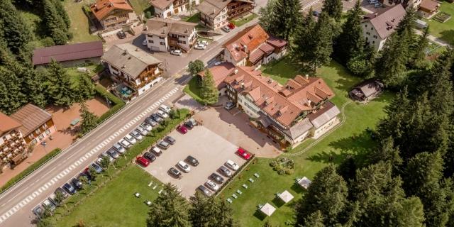 vista-areea-sopra_hotel-villa-rosella_canazei_val-di-fassa_dolomit_trentino-4