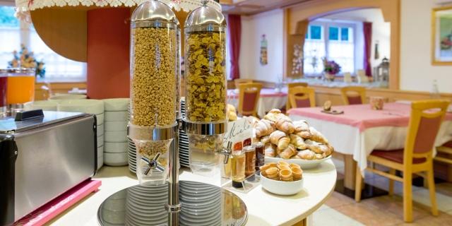 colazioni_hotel-villa-rosella_canazei_val-di-fassa_dolomit_trentino-9