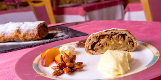 ristorante-a-canazei_piatti-e-gastronomia_hotel-a-canazei_hotel-villa-rosella_canazei_val-di-fassa_dolomit_trentino-32