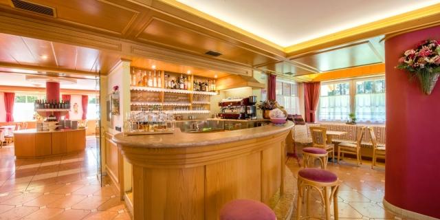 bar_hotel-villa-rosella_canazei_val-di-fassa_dolomit_trentino-10