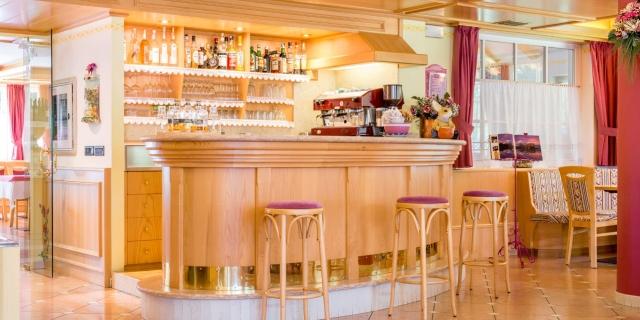 bar_hotel-villa-rosella_canazei_val-di-fassa_dolomit_trentino-13