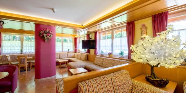 hall_hotel-villa-rosella_canazei_val-di-fassa_dolomit_trentino-6