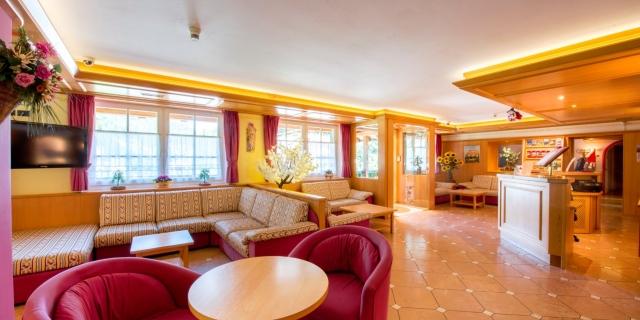 hall_hotel-villa-rosella_canazei_val-di-fassa_dolomit_trentino-7
