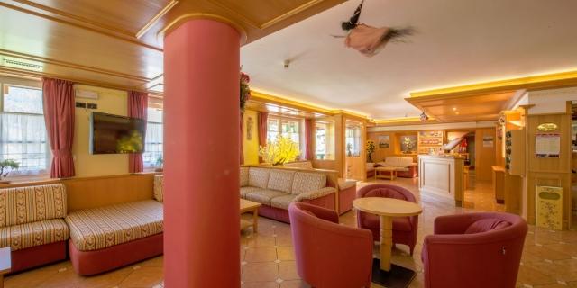 hall_hotel-villa-rosella_canazei_val-di-fassa_dolomit_trentino-8