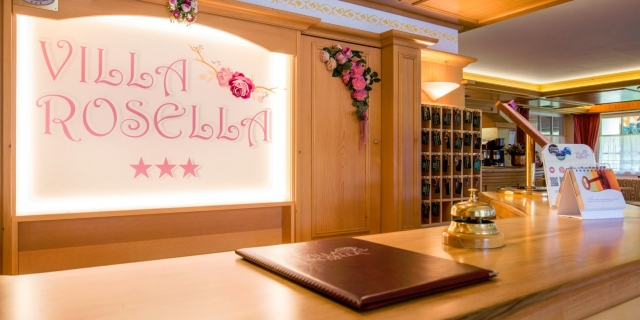 reception_hotel-villa-rosella_canazei_val-di-fassa_dolomit_trentino-14